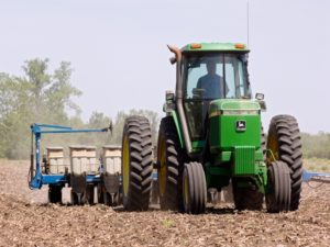 Gregg, Holcomb tout agriculture as key to Indiana economy  – 95.3 MNC News