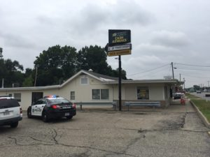 Search for suspects underway after armed robbery at Elkhart payday lending store  – 95.3 MNC News