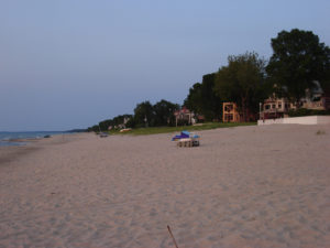 Court: Lake Michigan property owners must share beach with public  – 95.3 MNC News