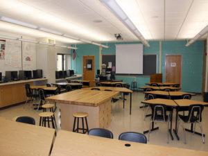 Indiana House education committee backs school prayer bill  – 95.3 MNC News