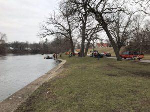 Car ends up in St. Joseph River in Elkhart  – 95.3 MNC News
