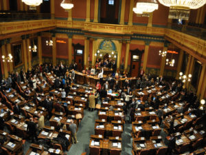 Michigan bill would allow for overweight natural gas-powered commercial vehicles  – 95.3 MNC News