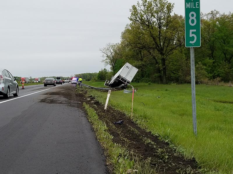 Semi crash causes backups on Indiana Toll Road near Granger  – 95.3 MNC News